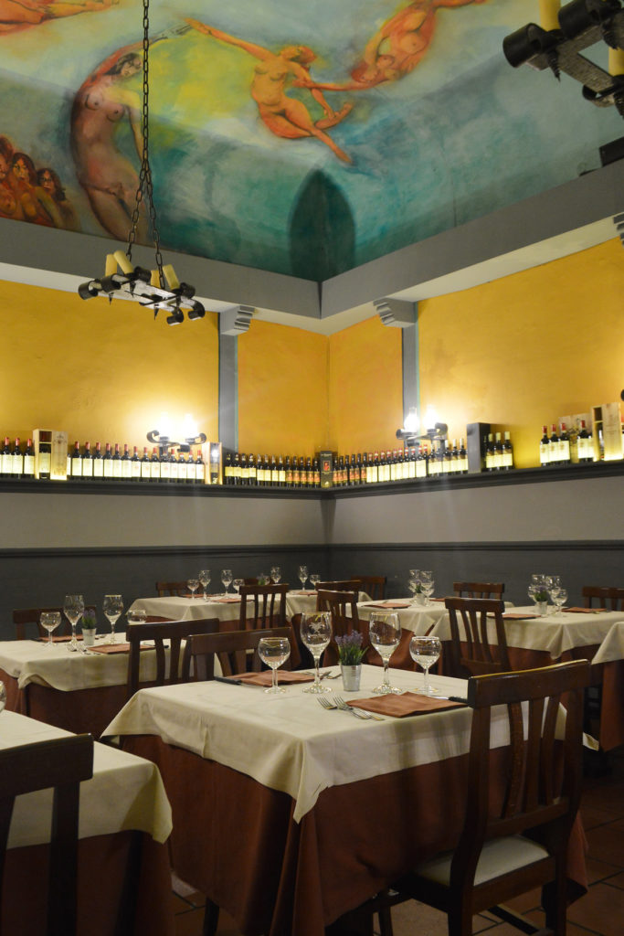 Image shows one of the rooms at Vecchia Firenze Restaurant with frescoed ceiling
